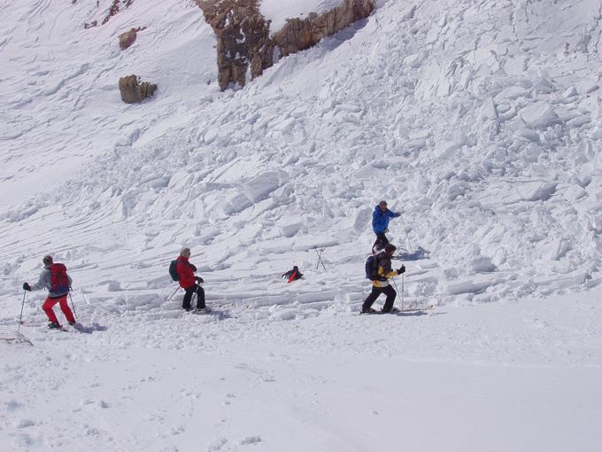 Ski von Gneis im Schneerutsch