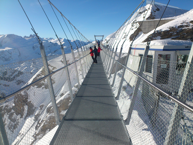 Hängebrücke beim Iceflyer